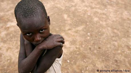 Ressourcenknappheit Afrika Kind (picture alliance / dpa)