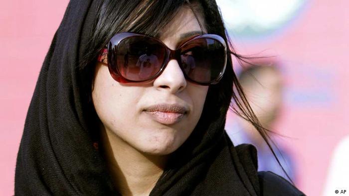 زینب الخواجه، فعال مخالف دولت بحرین