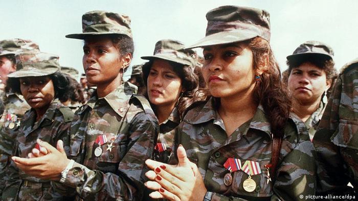 Soldados cubanos em Angola - em 1977 os cubanos lutaram a favor do MPLA de Agostinho Neto e contra os apoiantes de Nito Alves