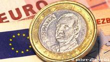 ARCHIV- ILLUSTRATION - Eine spanische Ein-Euro-Münze, aufgenommen am 09.03.2010 in Frankfurt am Main (Illustration). Nachdem bereits Fitch und Standard & Poor's die Kreditwürdigkeit Spaniens nach unten korrigiert hatten, ist nun auch Moody's gefolgt. Die US-Ratingagentur senkte ihre Bewertung für spanische Staatsanleihen um zwei Stufen von «Aa2» auf «A1». Foto: Tobias Kleinschmidt dpa (zu dpa 1673 vom 18.10.2011)  +++(c) dpa - Bildfunk+++