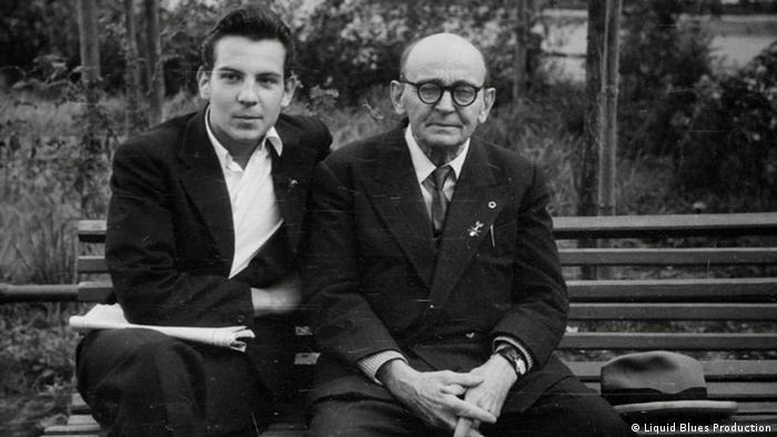 Сергей Чахотин с сыном Петей в 1961 году в Москве. Кадр из фильма
