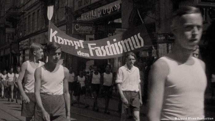 Демонстрация сторонников Железного фронта. Кадр из фильма