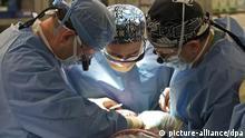 Operationssaal , Gesichtstransplantation , Transplantation , Medizin , Ärzte , Mundschutz , Kopfbedeckung , operieren , Gesundheit , Forschung