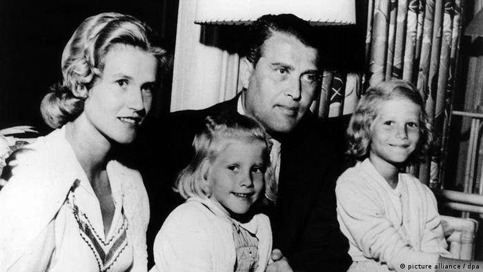 Вернер фон Браун със съпругата си и двете им дъщери в Алабама