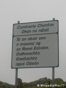 Дорожні знаки ірладнською мовою у графстві Донегал