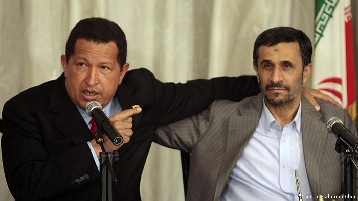 A handout photo provided by Miraflores Press, shows Venezuelan President Hugo Chavez (L) and his Iranian counterpart Mahmoud Ahmadinejad (R) talking to media during the signing of bilateral agreements in Teheran, Iran, 06 September 2009. EPA/MIRAFLORES PRESS/HANDOUT EDITORIAL USE ONLY +++(c) dpa - Report+++ dpa 15558661