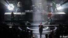 Berlin/ Saenger Brian Hugh Warner alias Marilyn Manson (M.) und Mitglieder der Band Rammstein treten am Donnerstag (22.03.12) in Berlin bei der Verleihung des Musikpreises Echo auf. Die Deutsche Phono-Akademie verleiht in diesem Jahr zum 21. Mal den Echo. (zu dapd-Text) Foto: Axel Schmidt/dapd.