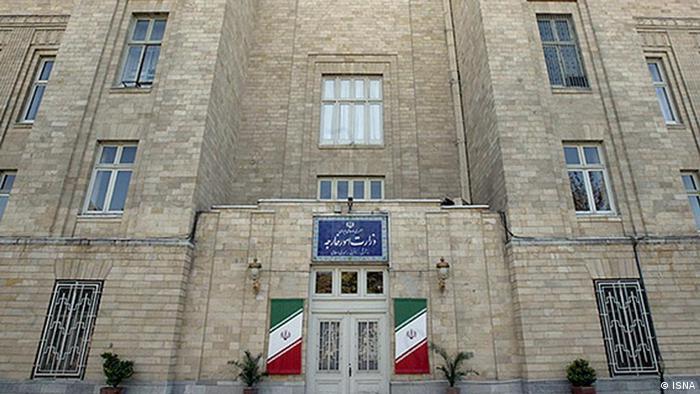 برخی از وزارت امور خارجه ایران خواستهاند تا توضیح دهد اصلاَ دیپلمات ایرانی در استخر مختلط چه میکرده است