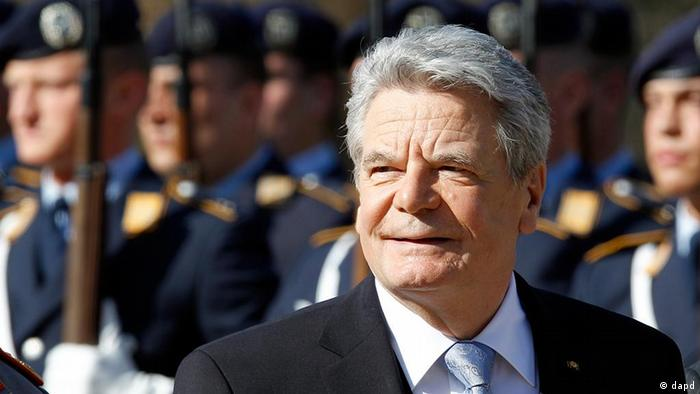 New German President Joachim Gauck attends a military welcome ceremony at the Bellevue Palace in Berlin, Germany, Friday, March 23, 2012. (Foto:Michael Sohn/AP/dapd)