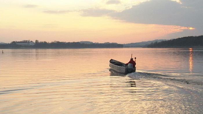 این دریاچه به وسعت نزدیک به ۸۰ کیلومتر مربع و با عمق ۷۲ متر در ایالت بایرن واقع شده است. این دریاچه دارای چهار جزیره نیز هست.