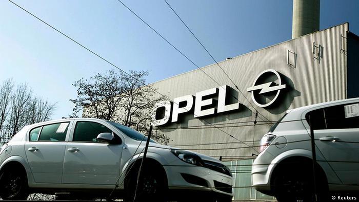 Deutschland Wirtschaft Auto Opel in Werk Bochum Logo Autos