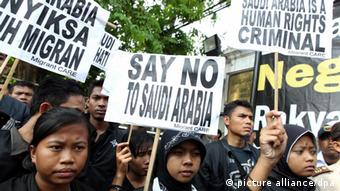 Indonesians protest against the beheading of an Indonesian worker in Saudi Arabia