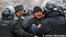 Столкновение протестующих с милицией в Жанаозене (фото из архива)