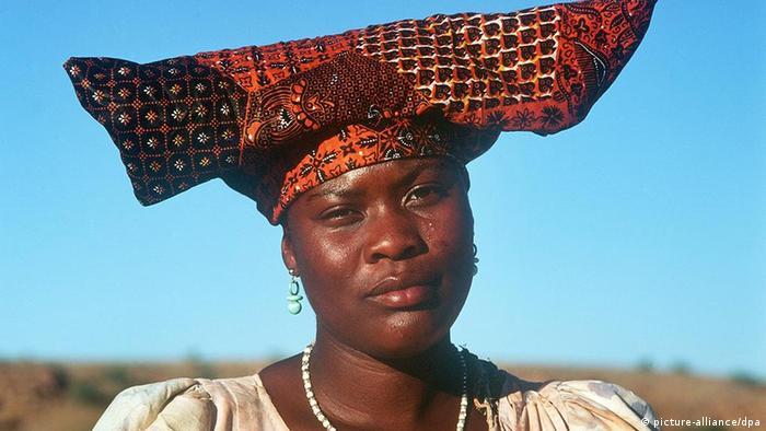 Porträt einer Herero-Frau vom Stamme der Bantu (Foto: dpa)