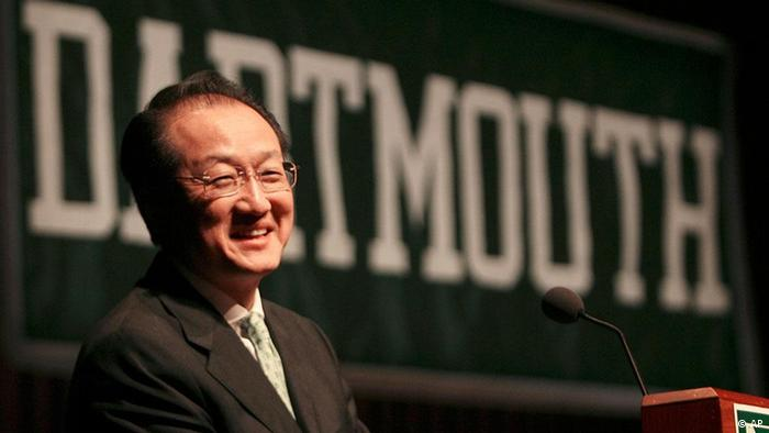 Dr. Jim Yong Kim smiles as almost a thousand students, faculty and staff applaud after he is introduced as the next president of Dartmouth College in Hanover, N.H., Monday, March 2, 2009. A doctor and humanitarian known as a leader the global fight against HIV/AIDS and other diseases Kim will become the 17th president of Dartmouth College. (ddp images/AP Photo/Jim Cole)