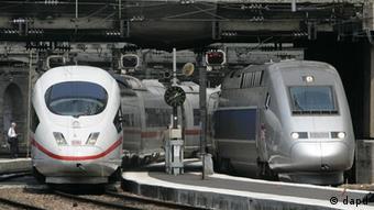 Скоростные поезда французский TGV и немецкий ICE на вокзале в Париже