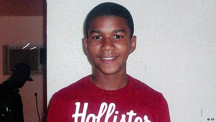 FILE - This undated file family photo shows Trayvon Martin. Martin was slain in the town of Sanford, Fla., on Feb. 26 in a shooting that has set off a nationwide furor over race and justice. Neighborhood crime-watch captain George Zimmerman claimed self-defense and has not been arrested, though state and federal authorities are still investigating. Since the slaying, a portrait has emerged of Martin as a laid-back young man who loved sports, was extremely close to his father, liked to crack jokes with friends and, according to a lawyer for his family, had never been in trouble with the law. (Foto:Martin Family, File/AP/dapd).