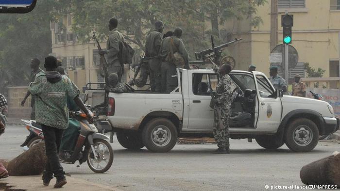 Mali Putsch Militär in Bamako Verkehr Straße