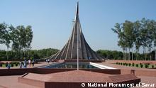 Jatiyo Sriti Soudho (Bengali: জাতীয় স্মৃতি সৌধ Jatio Sriti Shoudho) or National Martyrs' Memorial is a monument in Bangladesh. It is the symbol of the valour and the sacrifice of those killed in the Bangladesh Liberation War of 1971, which brought the independence of Bangladesh from Pakistani rule. The monument is located in Savar, about 35 km north-west of the capital, Dhaka. It was designed by Syed Mainul Hossain. Quelle: Wikipedia Link: http://en.wikipedia.org/wiki/File:JSS.jpg Description National Independence Monument at Savar Date 25 October 2007(2007-10-25), 04:40 Source National Monument of Savar Author Tony Cassidy from Nottingham, UK Rechte: This file is licensed under the Creative Commons Attribution-Share Alike 2.0 Generic license.