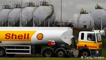 Shell tankers Photo: Jeff J Mitchell/Getty Images