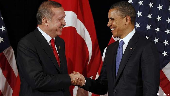 U.S. President Barack Obama (R) shakes hands with Turkey's Prime Minister Recep Tayyip Erdogan after a bilateral meeting ahead of the Nuclear Security Summit in Seoul March 25, 2012. REUTERS/Larry Downing (SOUTH KOREA - Tags: POLITICS MILITARY) // Eingestellt von wa