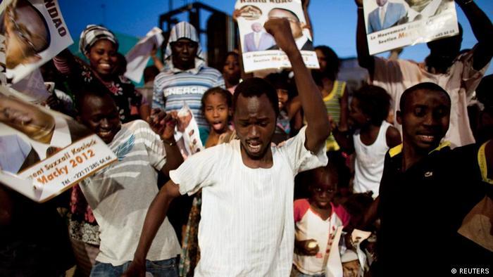 Jubel nach dem Sieg von Macky Sall bei der Präsidentenwahl im Senegal (Foto: Reuters)