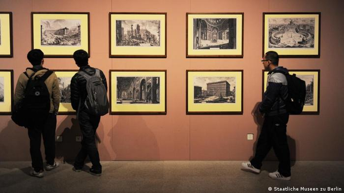 Blick in die Ausstellung Die Kunst der Aufklärung, März 2012 © Staatliche Museen zu Berlin, Foto: Guo Yanbing