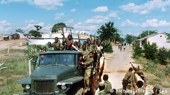 Em março de 1993, durante a guerra civil, soldados do governo reconquistaram a cidade de Dondo, antes dominada pela UNITA