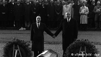 Mitterrand and Kohl commemorating war dead at Verdun in 1984
