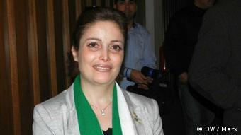 Die syrische Oppositionsaktivistin Suheir Al Atassi bei einer Podiumsdiskussion in Berlin am 23.3.2012 Foto: DW