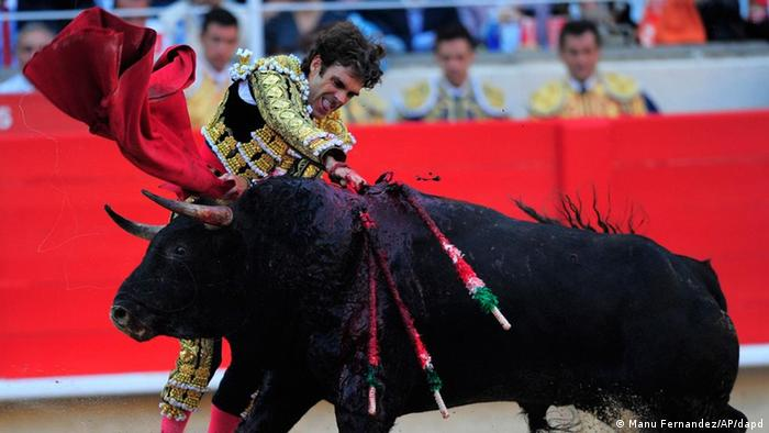 Spain's bullfighter Jose Tomas delivers the final blow to a bull at the Monumental bullring in Barcelona, Spain, Sunday, Sept. 25, 2011. Spain's powerful northeastern region of Catalonia bids farewell Sunday to the country's emblematic tradition of bullfighting with a final bash at the Barcelona bullring. (Photo: ddp images/AP Photo/Manu Fernandez)