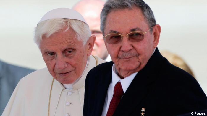 Pope Benedict XVI (L) and Cuba's President Raul Castro stand together after the Pope's arrival in Santiago de Cuba March 26, 2012. The Pope landed in eastern Cuba on Monday for a three-day visit to showcase improving Church-state relations and push for a larger Church role at a time of change on the communist island. REUTERS/Desmond Boylan (CUBA - Tags: POLITICS RELIGION)
