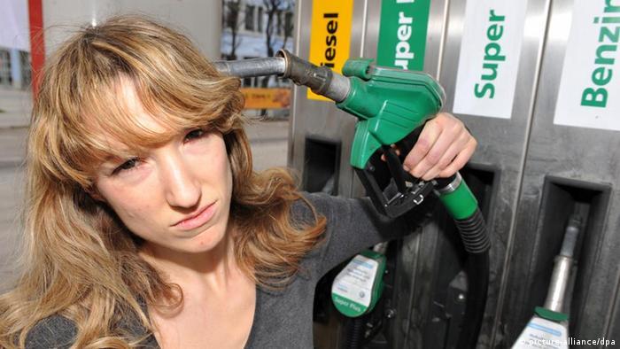 Steigende Benzinpreise trüben das Konsumklima (picture-alliance/dpa)