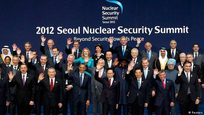 Leaders of nations and international organisations attending the Nuclear Security Summit wave during a group photo taking session at the Convention and Exhibition Center (COEX) in Seoul March 27, 2012. REUTERS/Jin Sung-Chul/Yonhap (SOUTH KOREA - Tags: POLITICS MILITARY) NO SALES. NO ARCHIVES. FOR EDITORIAL USE ONLY. NOT FOR SALE FOR MARKETING OR ADVERTISING CAMPAIGNS. THIS IMAGE HAS BEEN SUPPLIED BY A THIRD PARTY. IT IS DISTRIBUTED, EXACTLY AS RECEIVED BY REUTERS, AS A SERVICE TO CLIENTS. SOUTH KOREA OUT. NO COMMERCIAL OR EDITORIAL SALES IN SOUTH KOREA.