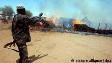 ARCHIV - Ein Handout der African Union-United Nations Hybrid Operation in Darfur (UNAMID) zeigt einen bewaffneten Sudanesen am 19.05.2011 nahe Kuma Garadayat, einem Dorf in North Darfur im Sudan. Vieles deutet auf ein unruhiges Jahr auf dem schwarzen Kontinent hin. Schließlich sollen auch in etwa 30 Wahlen über neue Parlamente und Präsidenten entschieden werden. Allerdings ist der Konflikt in Darfur von einer Befriedung weit entfernt. Foto: Albert Gonzales Farran/epa/Handout Editorial Use Only No Sales (Zu dpa-Korr.: «Afrika vor Umbrüchen» vom 20.12.2011) +++(c) dpa - Bildfunk+++