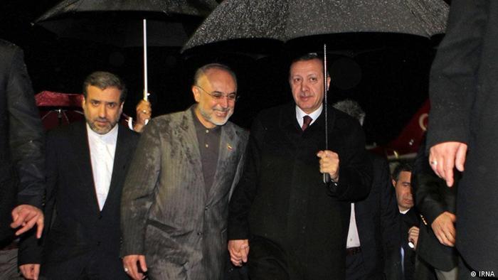 روز چهارشنبه وزیر خارجه جمهوری اسلامی به استقبال نخستوزیر ترکیه به فرودگاه رفته بود