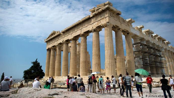 Griechenland Akropolis Athen Touristen (picture-alliance/dpa)
