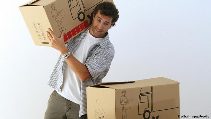 Студент готовится к переезду