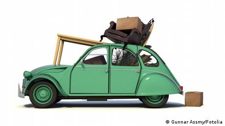 A car with moving boxes on it (Gunnar Assmy/Fotolia)