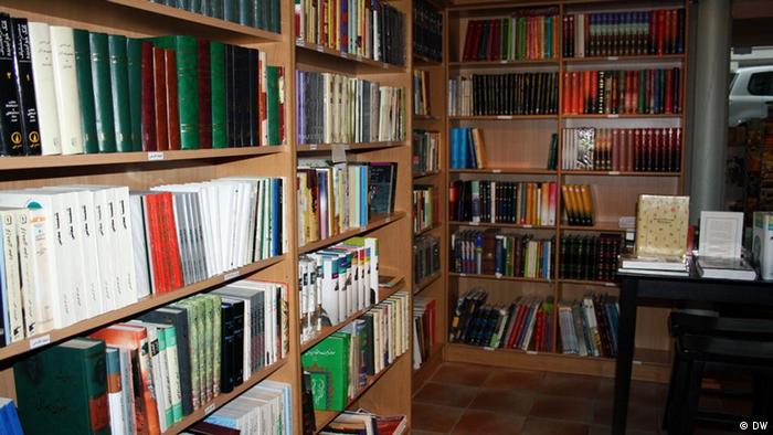 فرهنگ کتابخوانی نه تنها در افغانستان، بلکه در میان افغان های خارج نیز کمرنگ است.