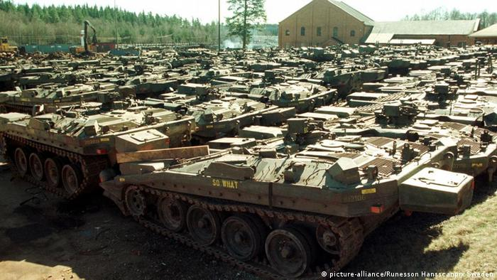 Several Swedish tanks parked together. (Photo: Hans Runesson)