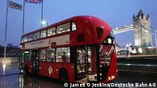 Archivnummer: DB45432 Titel: New Bus for London Beschreibung: Der New Bus for London, von Heatherwick Studio entworfen und bei Wrightbus in Nordirland gefertigt, hat einen dieselelektrischen Hybridantrieb. Seit Frühjahr 2012 sind bei Arriva London die ersten Exemplare der neuen Hybridbus-Serie in Dienst gestellt. Urheber: James O Jenkins Copyright: Deutsche Bahn AG Copyright unbefristet Model Release gültig bis: Frei für journalistisch-redaktionelle Zwecke Räumliche Einschränkungen: Räumlich uneingeschränkt, Original-Dateigröße: 1131 KB