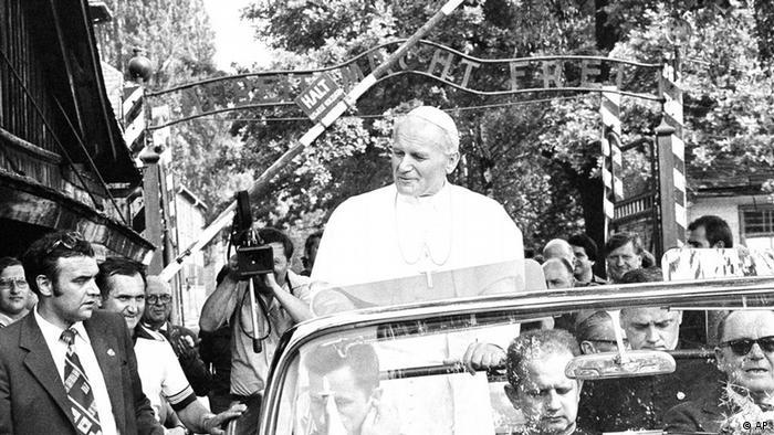 Papa Ivan Pavao II. je također posjetio memorijalni centar Auschwitz-Birkenau