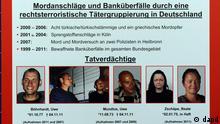 Baden-Wuerttemberg/ Ein Fahnungsplakat mit Fots der mutmasslichen Terroristen Uwe Boehnhardt (v.l.), Uwe Mundlos und Beate Zschaepe haengt am Donnerstag (01.12.11) in Karlsruhe bei einer Pressekonferenz zum Stand der Ermittlungen gegen die rechtsextreme Terrorzelle Nationalsozialistischer Untergrund (NSU) an einem Aufsteller. Das BKA ruft die Bevoelkerung bei den Ermittlungen gegen die NSU die Taeter der Neonazi- Mordserie zur Hilfe auf. (zu dapd-Text) Foto: Winfried Rothermel/dapd