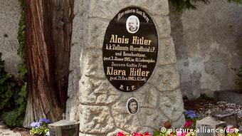 Αλόις και Κλάρα Χίτλερ, οικογενειακός τάφος