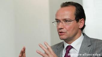 Κριτική απέναντι στα Τίρανα από τον γερμανό χριστιανοδημοκράτη Γκύντερ Κρίχμπαουμ