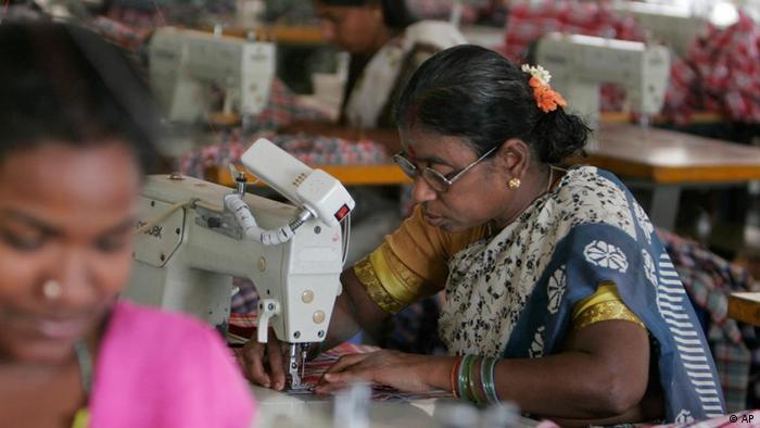 Textilarbeiterin in Indien
