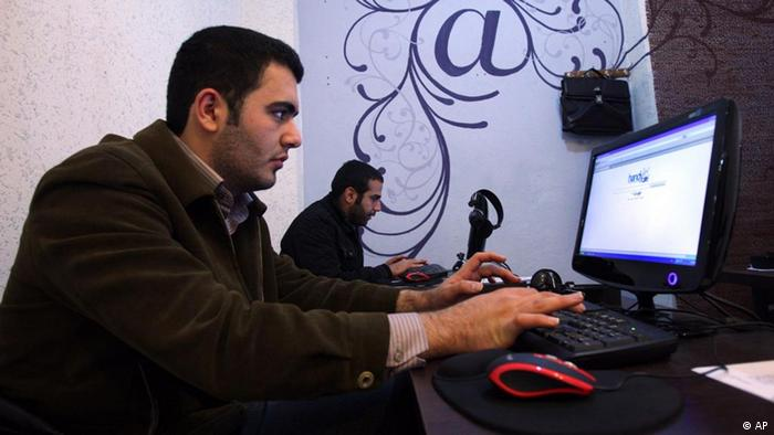 Im Internet-Cafe in Teheran (Foto: AP)