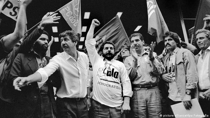 Lula (centro) e membros do PT em protesto contra privatizações em setembro de 1989