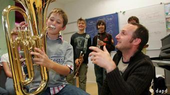На занятиях в музыкальной школе